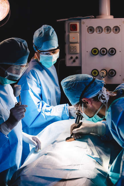 Surgeons performing operation in operation room at hospital — Stock Photo