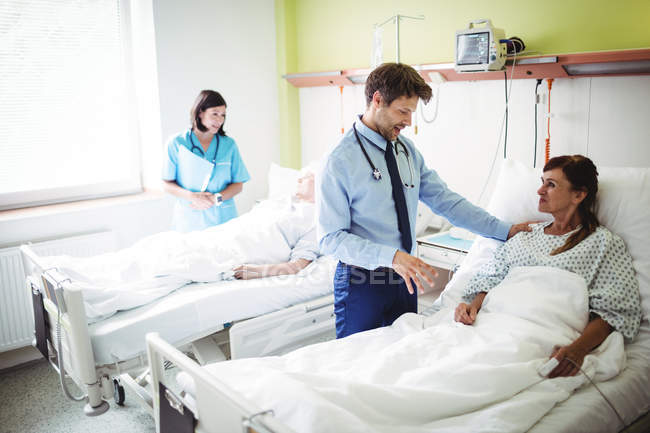 Doctors interacting with patients in hospital — Stock Photo