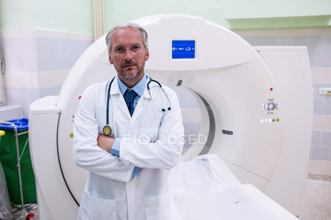 Portrait of doctor standing near mri scanner at the hospital — Stock Photo