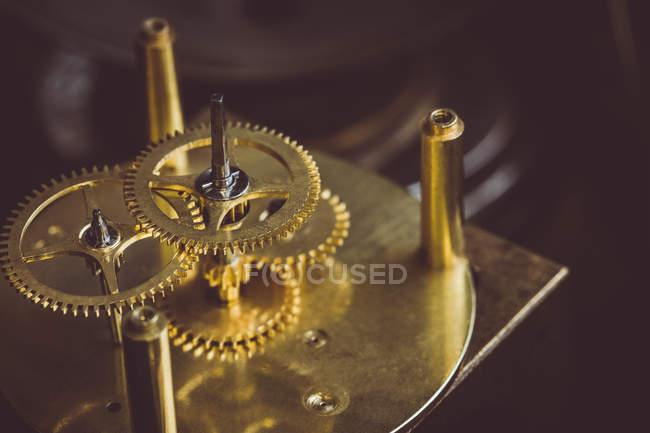 Nahaufnahme eines Teils eines alten Uhrenteils — Stockfoto
