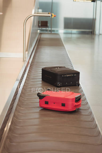 Luggage on the baggage carousel at airport terminal — Stock Photo