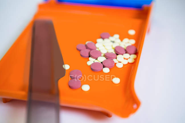 Close-up of various tablets on tray in pharmacy — Stock Photo