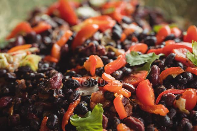 Nahaufnahme von gekochten gemischtes Gemüse im Supermarkt — Stockfoto