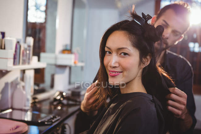 Hairdresser working on client at hair salon — Stock Photo