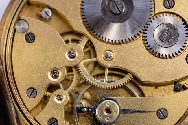 Nahaufnahme einer alten Taschenuhrenmaschine mit Zahnrädern — Stockfoto