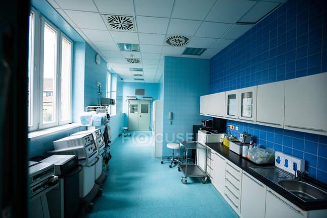 Blick auf leeren Krankenhausflur — Stockfoto