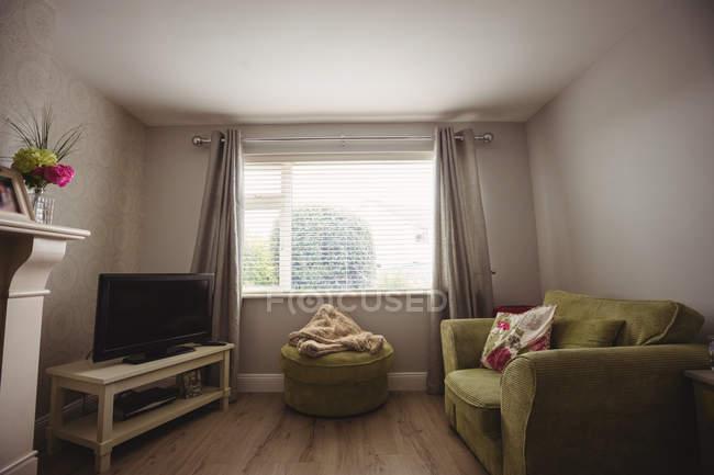Interno del soggiorno vuoto a casa — Foto stock