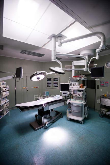 Vista interior da sala de cirurgia no hospital — Fotografia de Stock