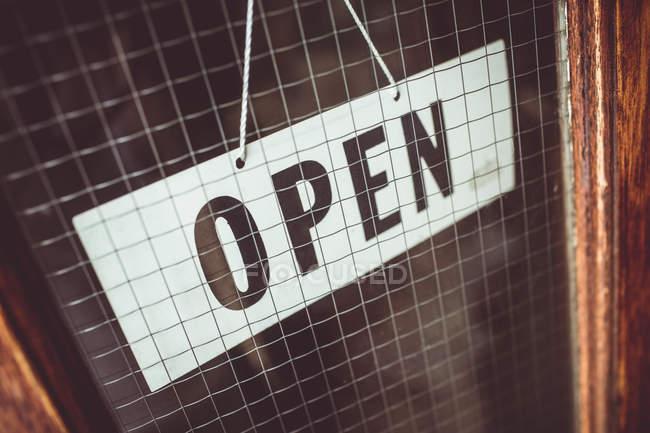 Відкриті знак на двері магазину — стокове фото