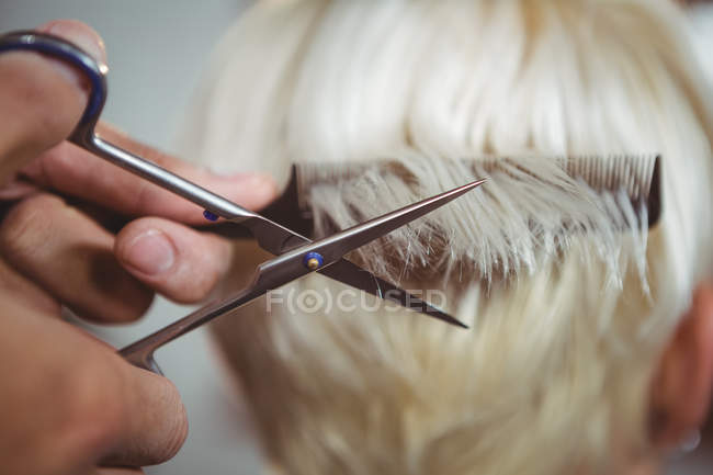Cropped image of woman getting her hair trimmed at salon — Stock Photo