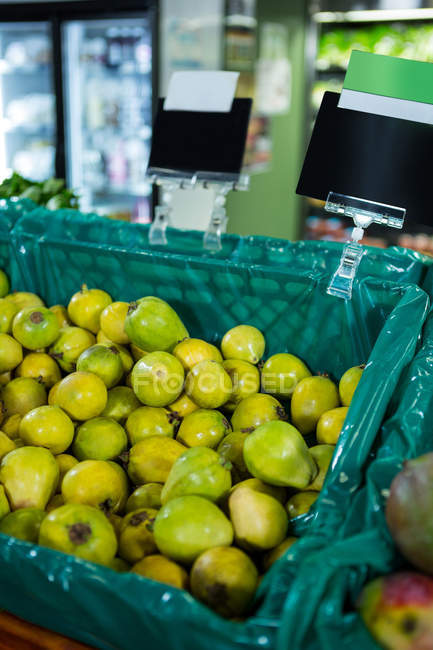Pears in tray on display shelf in supermarket — Stock Photo