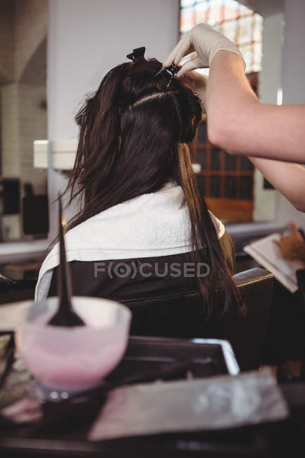 Cropped image of Hairdresser styling customer hair in salon — Stock Photo