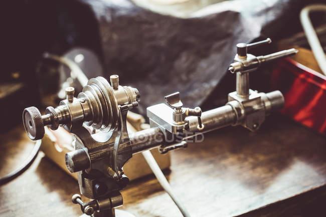 Alte Uhren Fräsmaschine in Werkstatt — Stockfoto