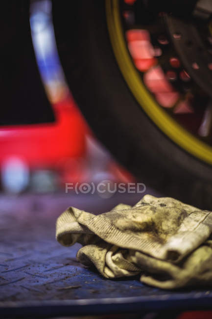 Close-up of rag at industrial mechanical workshop — Stock Photo