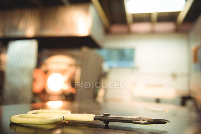 Close-up of diamond shears at glassblowing factory — Stock Photo