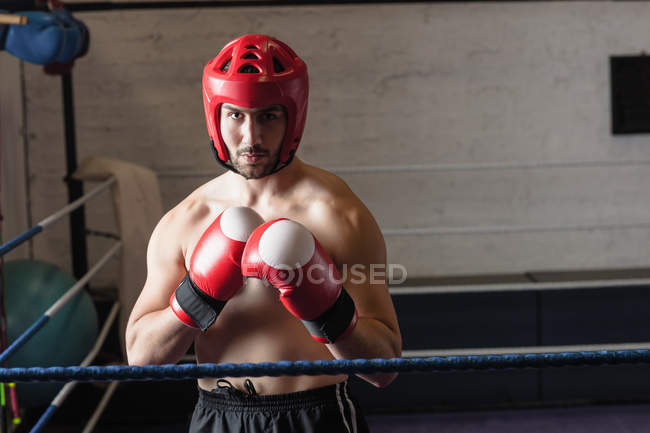 Shirtless muscular Boxer practicing boxing in fitness studio — Stock Photo