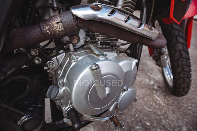 Закри мотоцикл масляний бак в промислових механічних майстерень — стокове фото