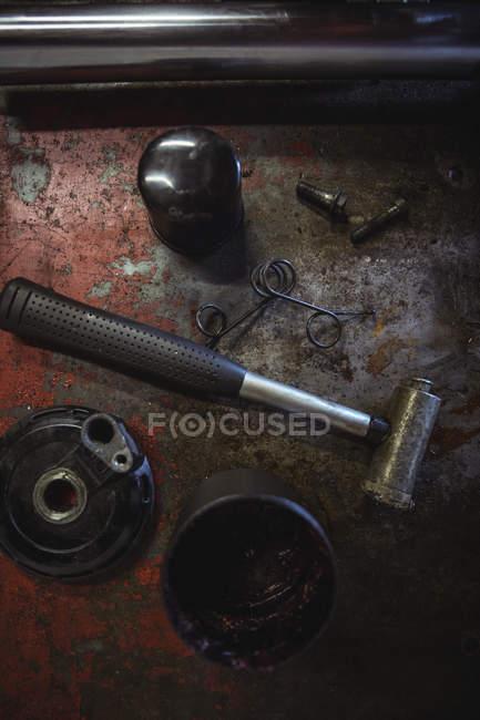 Nahaufnahme von Motorrad Teile in industriellen mechanische Werkstatt — Stockfoto