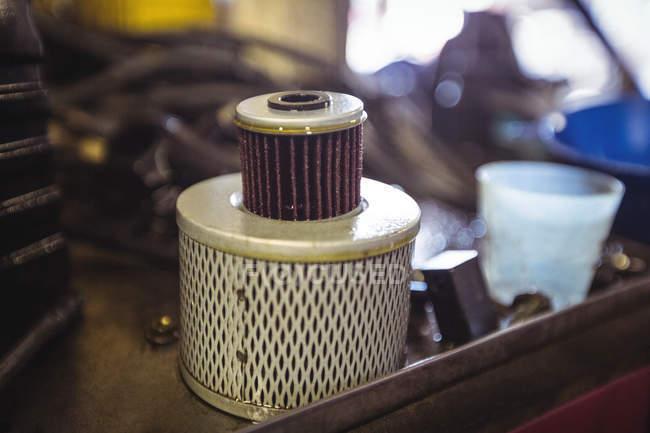 Закри масляного фільтра в промислових механічних майстерень — стокове фото