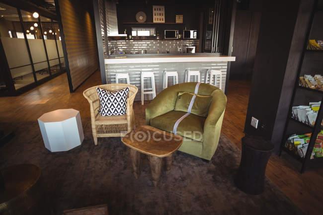 Posto a sedere moderna nella caffetteria di ufficio — Foto stock
