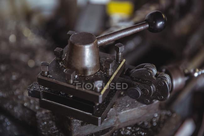 Teile der Drehmaschine in industriellen mechanische Werkstatt — Stockfoto