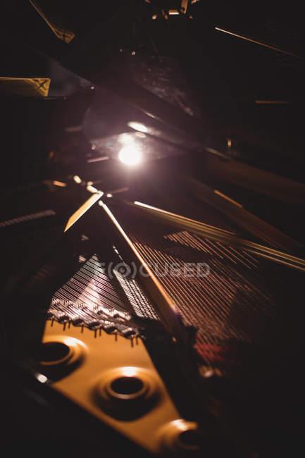Nahaufnahme eines Klavierinstruments im Studio — Stockfoto