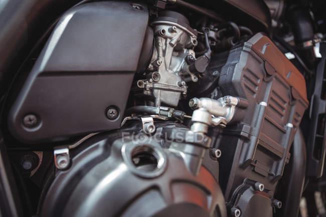 Закри мотоцикл двигун участь в семінарі — стокове фото