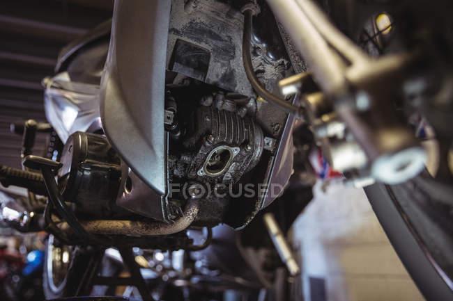 Подробиці двигун мотоцикл в промислових механічних майстерень — стокове фото