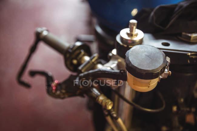 Nahaufnahme von Motorrad Teile in Werkstatt — Stockfoto