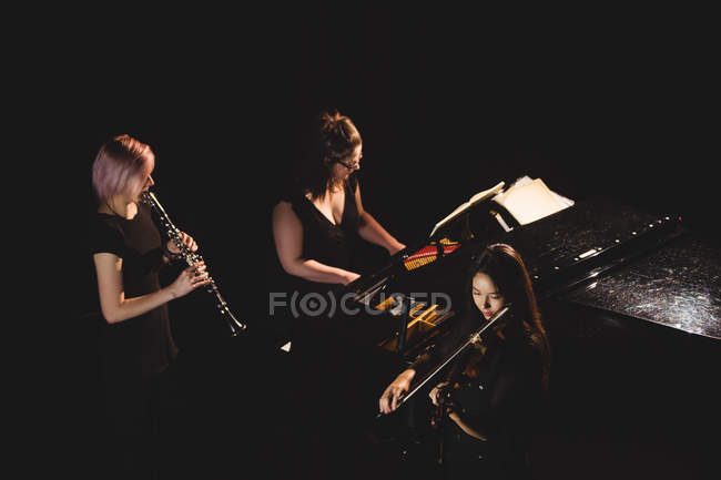 Women playing various instrument in music school — Stock Photo