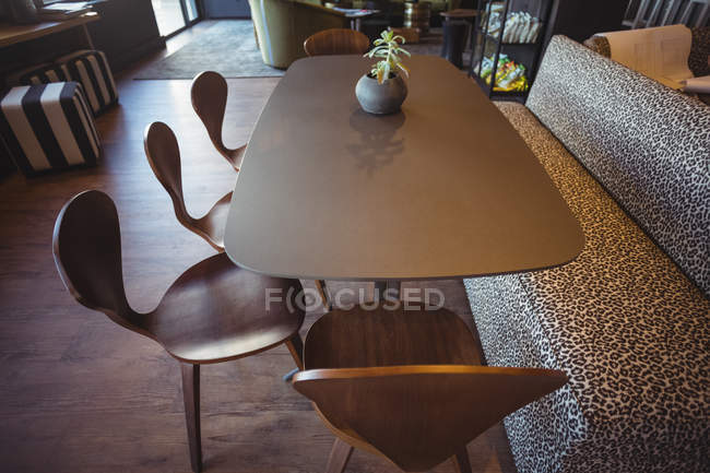 Caffetteria ufficio tavolo moderno — Foto stock