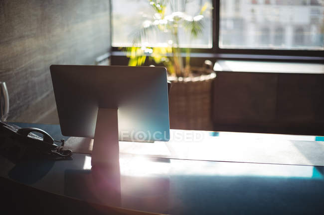 Desktop pc on table in office — Stock Photo