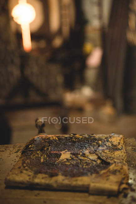 Close-up of glassblowing wet cloth used for shaping molten glass at glassblowing factory — Stock Photo