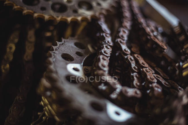 Close-up of motorcycle chain at industrial mechanical workshop — Stock Photo