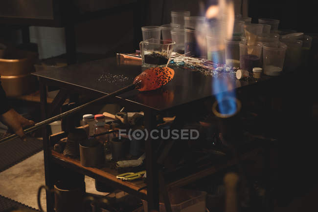 Molten glass and frit glass on marver table at glassblowing factory — Stock Photo