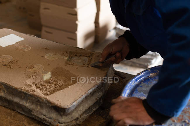 Close-up of worker in foundry working with molds — Stock Photo