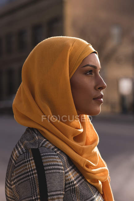 Thoughtful hijab woman standing in city — Stock Photo