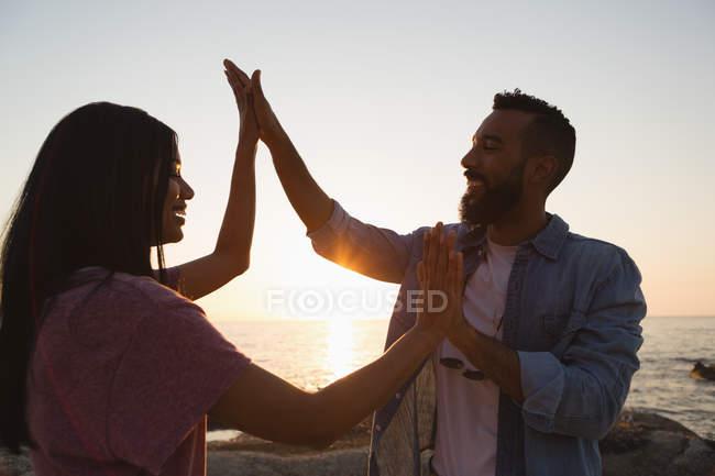 Happy couple having fun near sea side — Stock Photo