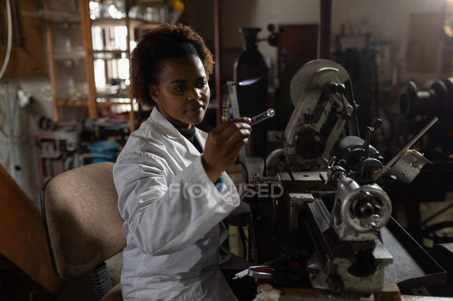 Female worker examining glass product in glass factory — Stock Photo