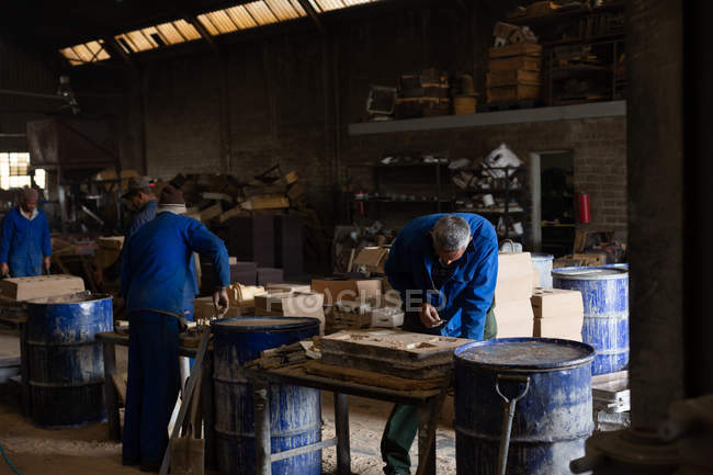 Attentive worker in foundry working with molds — Stock Photo