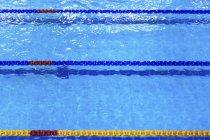 Divisori di corsia piscina, focus selettivo — Foto stock