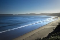 Vista de la soleada Drakes Beach, Point Reyes National Seashore, California, Usa - foto de stock