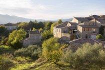 Hameau du Bosc nel villaggio di Assions, Ardche, Francia — Foto stock