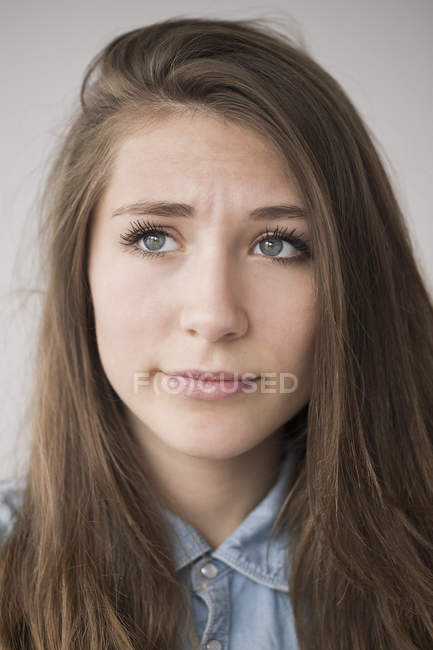 Portrait of thoughtful teenage girl looking away — Stock Photo