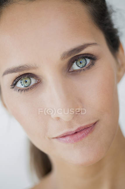 Portrait of smiling woman with elegant makeup looking at camera — Stock Photo
