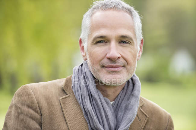 Portrait of happy elegant mature man outdoors — Stock Photo