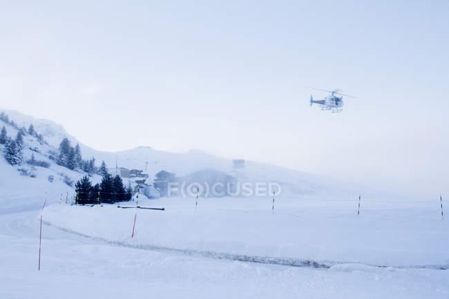 Франция, вертолет посадки в Куршевель вертолет — стоковое фото