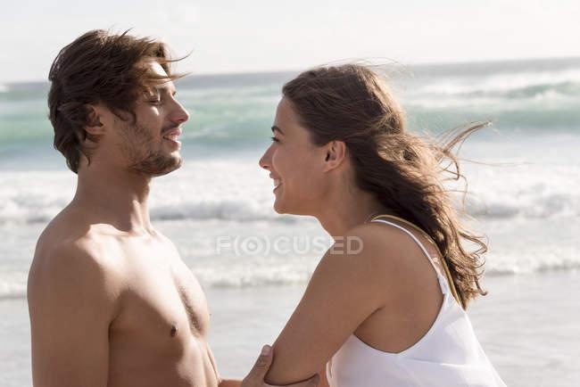 Happy romantic couple having fun on beach — Stock Photo