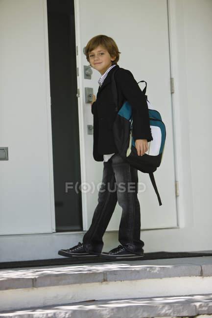 Retrato de porta de abertura do estudante da escola — Fotografia de Stock