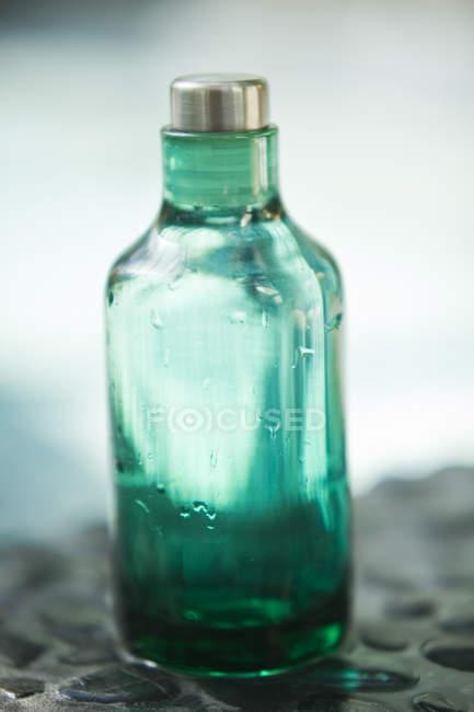 Close-up de garrafa vazia de óleo de aromaterapia — Fotografia de Stock